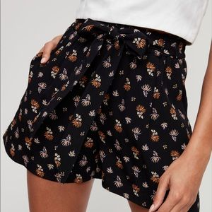 """WILFRED """"GEORGETTE"""" FLORAL SHORTS- SPRING READY 🌻"""